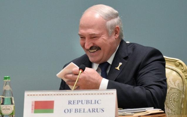 """Lukaşenko öz """"dəfni""""ndən gülərək danışdı"""