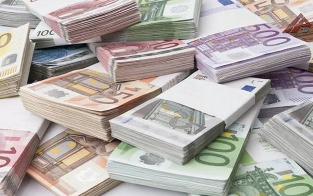 Türkiyədə dollar 6 TL-ni keçdi, avro isə...