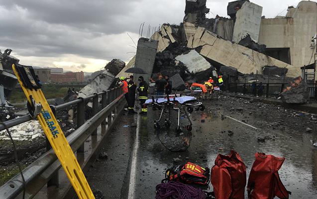 İtaliyada körpü uçub, 22 nəfər ölüb