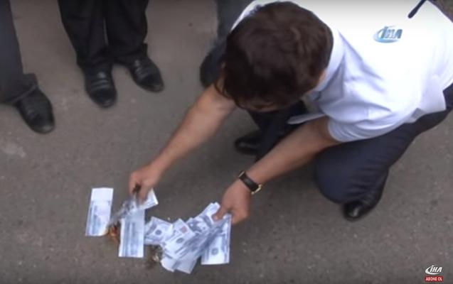 """Bakıdan Türkiyəyə dəstək - """"Dollar""""lar yandırıldı+Video"""