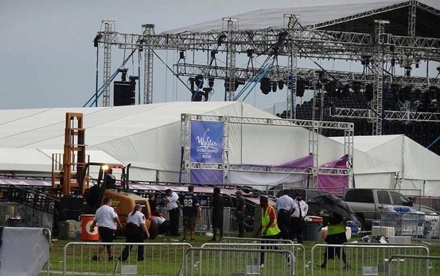ABŞ-da konsertdə konstruksiya aşdı