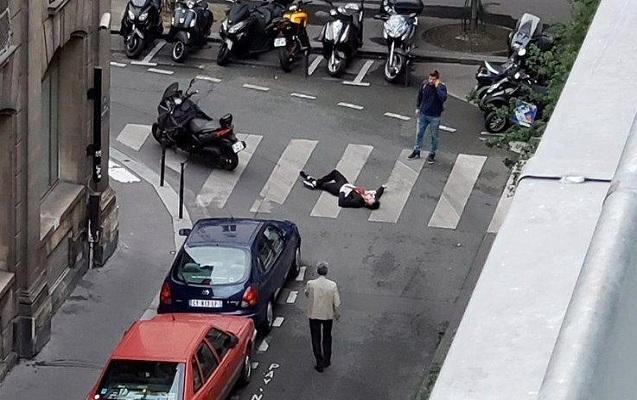 Terrorçu insanlara bıçaqla hücum edib - Ölən və yaralananlar var