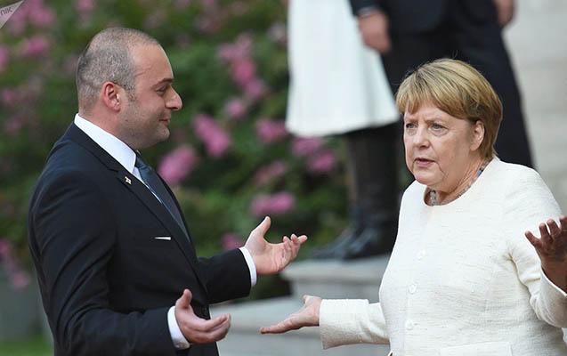 """""""Gürcüstanda baş verənlər ədalətsizlikdir, Putin..."""" - Merkel"""