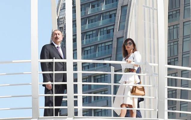 Prezidentlə xanımı fəvvarə kompleksinin açılışında