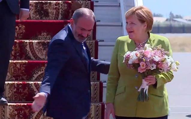 Angela Merkel ilk dəfə Ermənistanda
