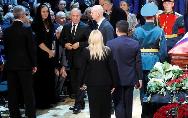 Putin və tanınmışlar Kobzonun dəfn mərasimində