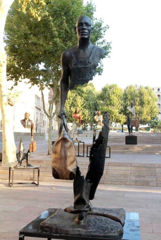 Bu heykəllər hər kəsin marağına səbəb oldu - Fotolar