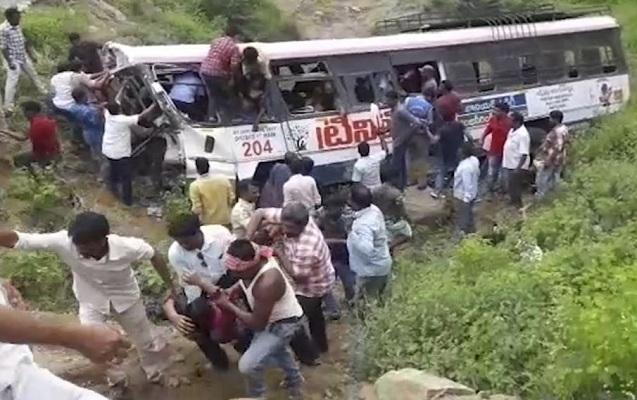 Hindistanda dəhşətli qəza - 55 ölü, 20 yaralı