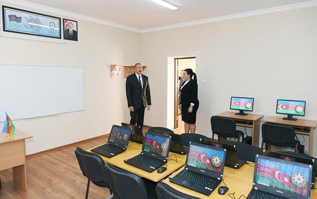 Prezident orta məktəbdə - Fotolar