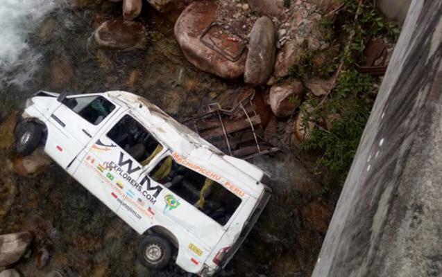 Peruda turistləri daşıyan avtobus qəzaya düşüb