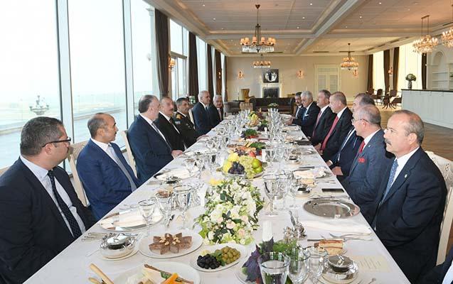 Azərbaycan və Türkiyə prezidentləri işçi naharda -