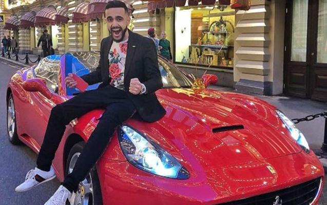 """Azərbaycanlı bloqer izləyicisinə """"Ferrari"""" verdi"""