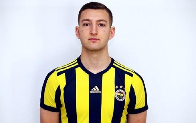 """""""Fənərbağça""""nın futbolçusu karyerasına fasilə verdi"""