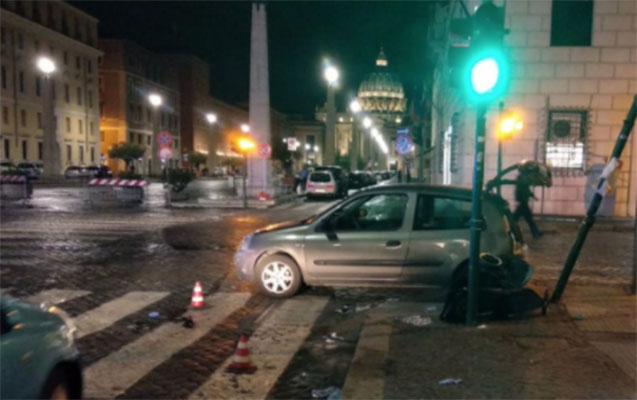 Vatikanda sürücü avtomobili piyadaların üzərinə sürdü