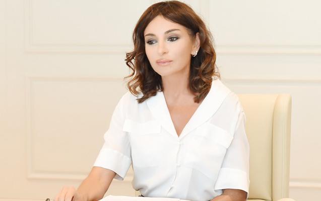 """""""Azərbaycan ordusunda kişilərlə yanaşı 1600 qadın xidmət göstərir"""""""