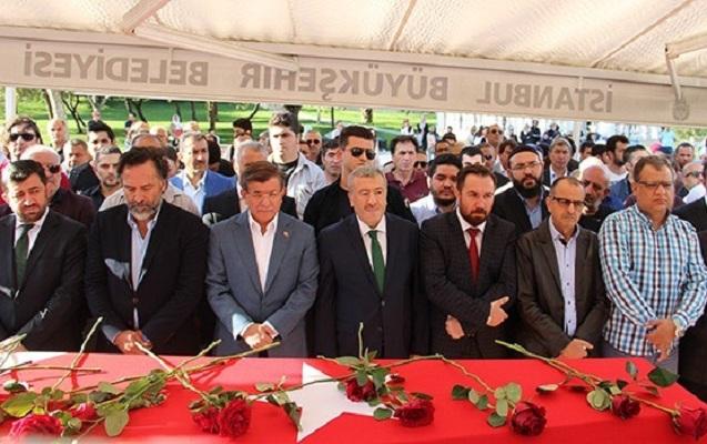 Əhməd Davudoğlu Etimad İsmayılovla vida mərasimində