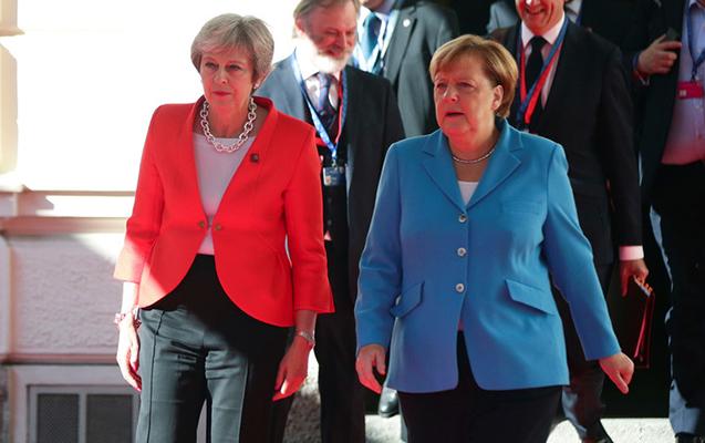 Merkel Tereza Meyin əlini sıxmaqdan imtina etdi