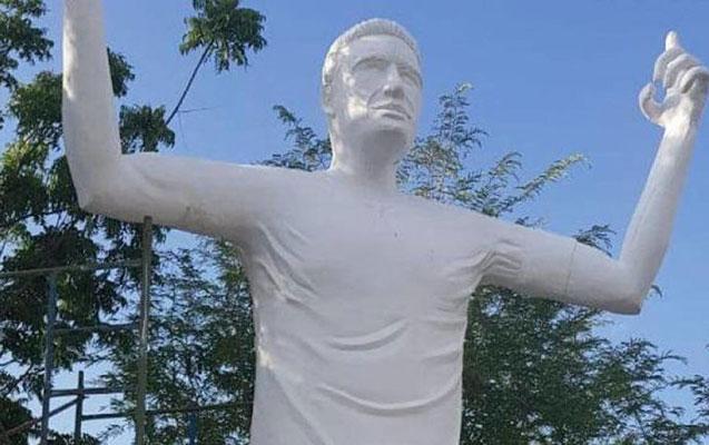 Futbolçuya 3 milyonluq heykəl qoyuldu