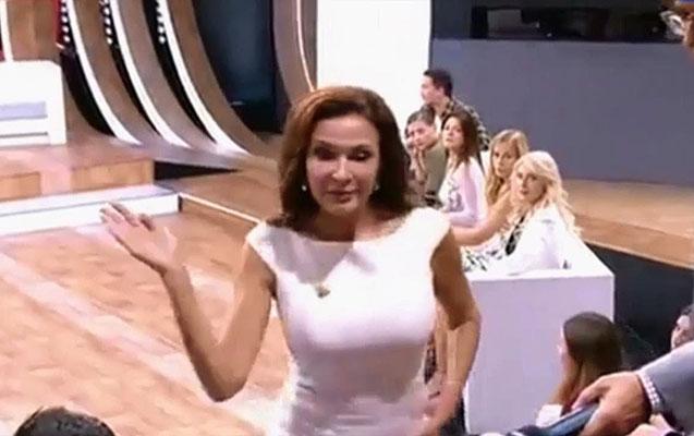 Aktrisa efirdə tamaşaçını sillələdi