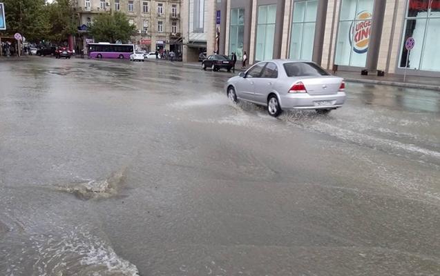 Bakıda güclü yağış yağdı