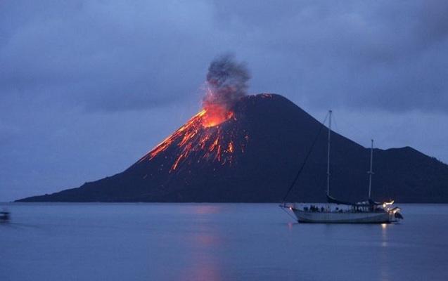 İndoneziyada vulkan 44 dəfə püskürdü