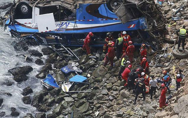 Avtobus 200 metrdən uçuruma düşdü