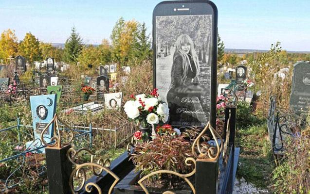"""Ölən qıza """"iPhone"""" başdaşı qoyuldu - Foto"""