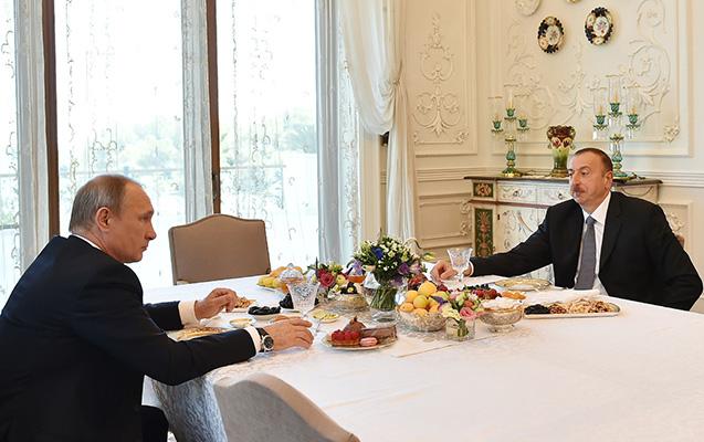 İlham Əliyevlə Putin çay süfrəsində