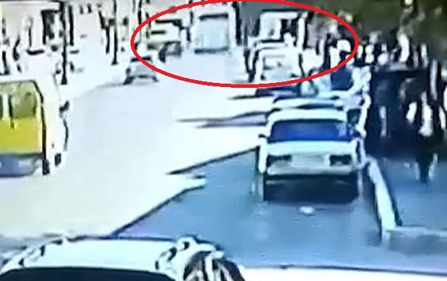 Qatarla avtobusun toqquşma anı - Video