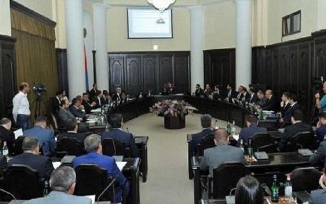 Ermənistanda 6 nazir vəzifədən qovuldu