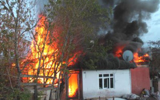 Arvadına hirslənib, xalasının evinə od vurdu - Video