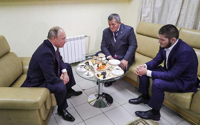 Putin Həbib və atası ilə görüşdü - Video