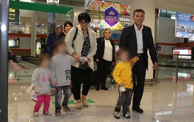 İraqda həbsdə olan 3 azərbaycanlı azyaşlı Tbilisiyə gətirildi - Video