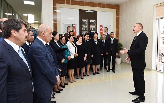 Prezident Astarada sakinlərlə görüşdü