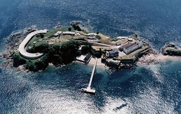 İngiltərənin tarixi adası satışa çıxarıldı