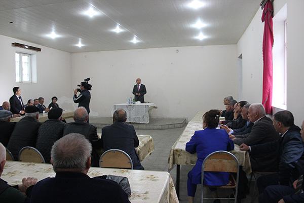 Arif Qasımov sakinlərlə görüş keçirib