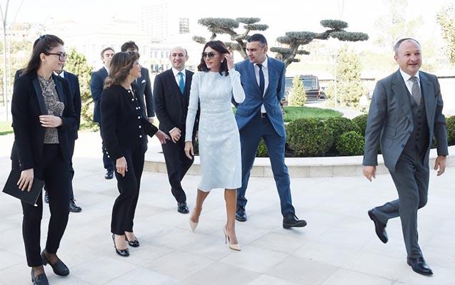 Mehriban Əliyeva milli pavilyonda görüş keçirdi