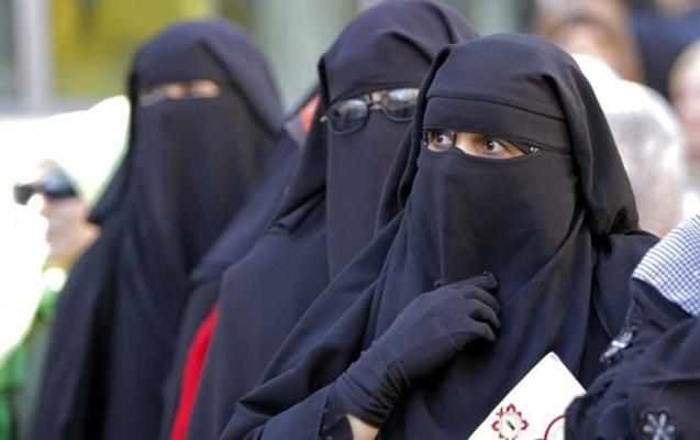 Əlcəzairdə niqaba rəsmi qadağa qoyuldu
