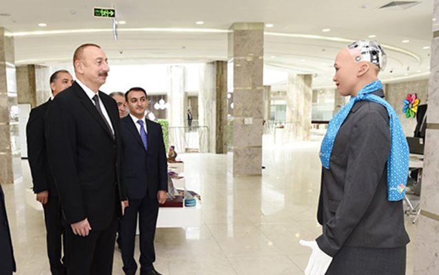 """Prezident dünyanın ən ağıllı robotu """"Sofiya"""" ilə görüşdü"""