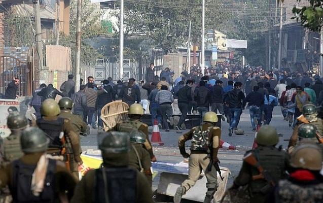 Kəşmirdə polislərlə etirazçılar arasında qarşıdurma
