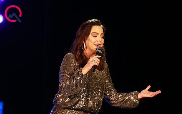 Ebru Gündeş Bakıda konsert verdi
