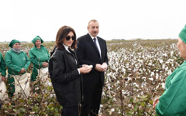 Prezident pambıqçılarla görüşdü