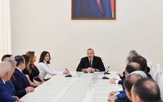 Prezidentlə xanımı xalq artistləri ilə görüşdü - Fotolar