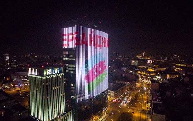 Kiyevin ən hündür binasında Azərbaycan bayrağı əks olundu
