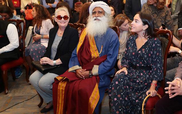 Leyla Əliyeva hindistanlı mistikin kitab təqdimatında
