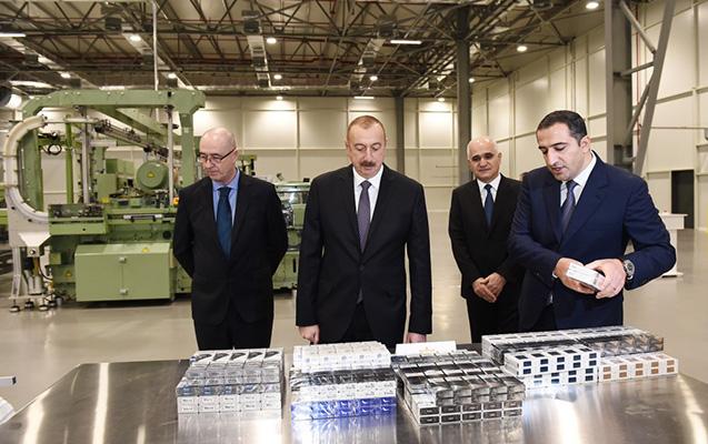 Prezident tütün fabrikinin açılışında