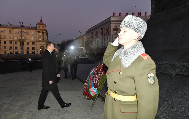 """İlham Əliyev Minskdə """"Qələbə"""" meydanında"""