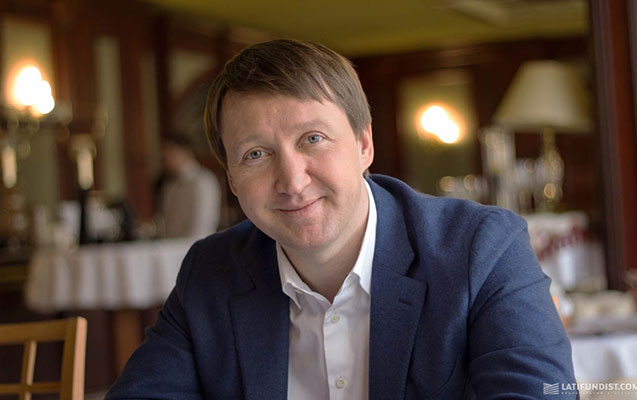 Ukraynalı nazir biznesinə görə vəzifəsindən getdi