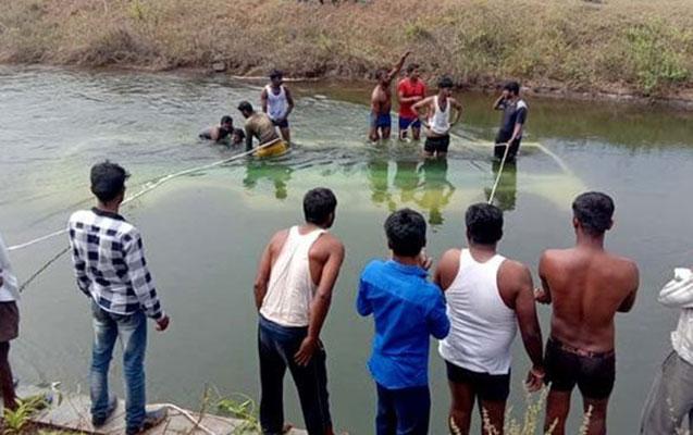 Hindistanda avtobus kanala düşdü