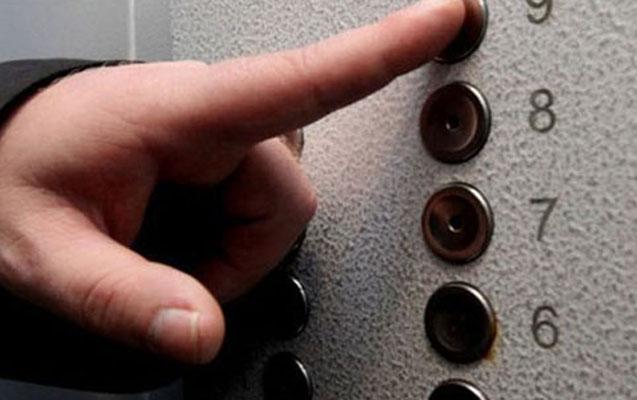 Liftdə qalan 5 nəfər xilas edildi, 1-i azyaşlıdır